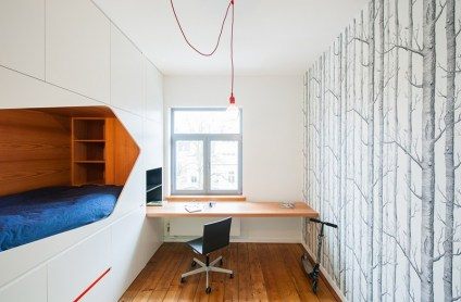 Room-with-Built-in-bed-and-desk-for-a-cool-bedroom