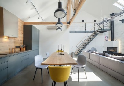 Reconstructed-house-in-Kiev-with-an-open-social-area-floor-plan