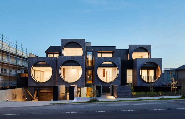 Cinqua-Apartments-stand-on-a-steeply-sloped-site