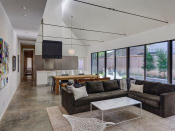 Liner-living-room-windows
