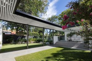 Pre-war-house-extension-connected-to-a-courtyard