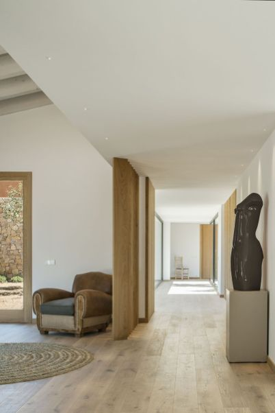 Wood-floors-throughout-create-a-natural-base-for-the-minimalist-design