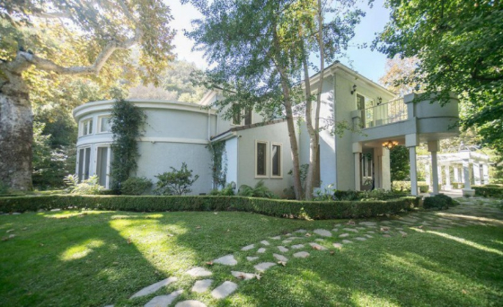 tennis-superstar-and-new-mom-serena-williams-seeks-12m-for-bel-air-mansion3