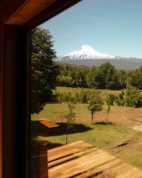 Holiday-home-in-Chile-frames-a-nice-view-of-a-volcano