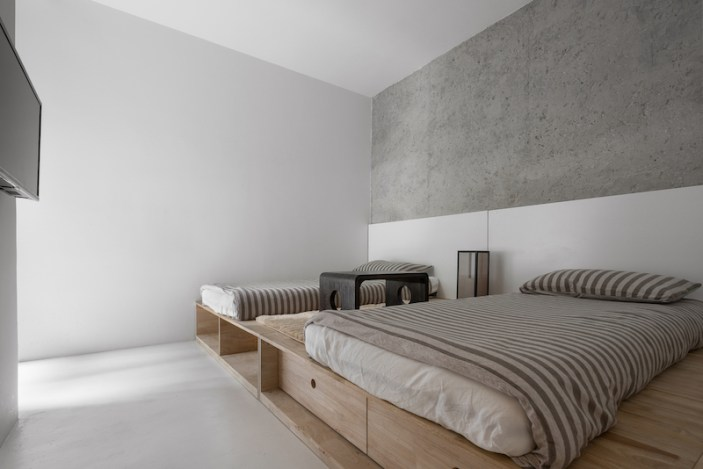 Apartment-reconstruction-in-China-with-two-bedrooms-into-one