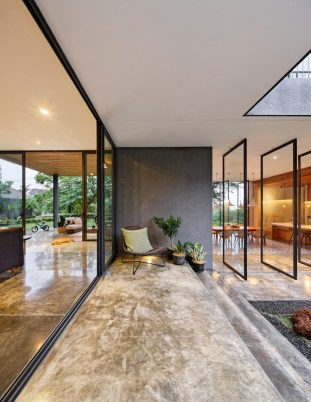 Inside-Outside-House-with-tall-and-wide-openings
