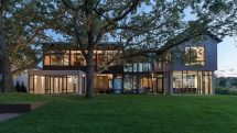 Lake-Waconia-House-organized-into-two-large-wings