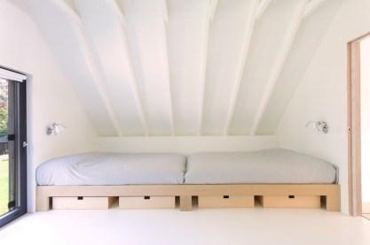 Window-on-the-Lake-cottage-has-an-open-sleeping-area-upstairs