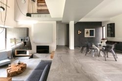 The-Dante-House-has-a-double-height-ceiling-in-the-lounge-area