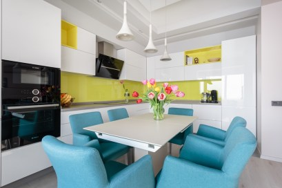 Yellow-backsplash