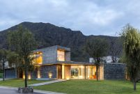 San-Luis-family-home-large-windows