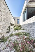 Corsican-house-with-courtyard-decor