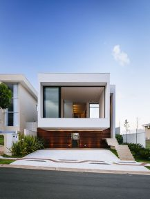 Modern-house-with-a-plain-roof-style