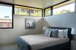 San-Mateo-house-has-clerestory-windows-in-one-of-the-bedrooms