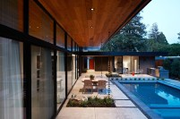 San-Mateo-house-with-a-seamless-poolside-deck-area