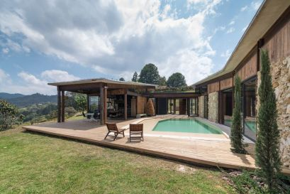 Casa-Gozu-with-a-Colombian-landscape-Deck-area