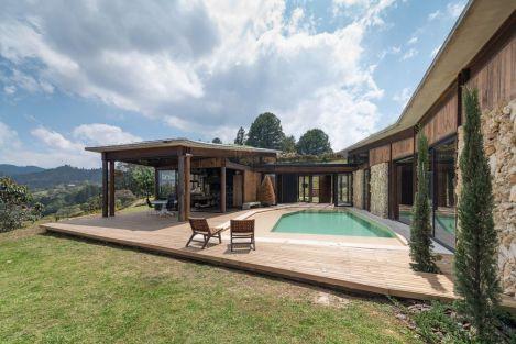 Casa-Gozu-with-a-Colombian-landscape-Deck-area