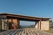 Casa-Gozu-with-a-Colombian-landscape-Entrance