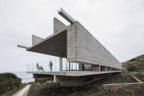 Concrete-house-by-Felipe-Assadi-Arquitectos
