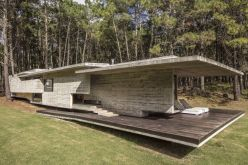 Full-Concrete-forest-House-by-Besonias-Almeida-Arquitectos