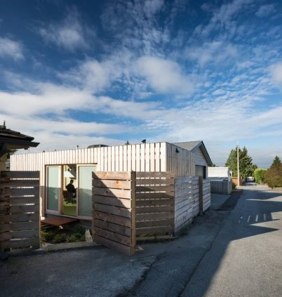 Architect-Randy-Bens-Shipping-container-Office-Wood-Facade-972x1024