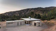 Beautiful-family-retreat-by-Olson-Kundig-View-970x546