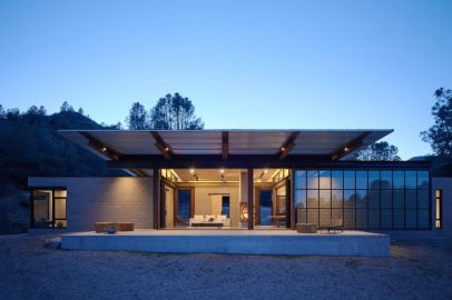 Beautiful-family-retreat-xterior-by-Olson-Kundig-1