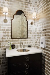 Classic-mirror-and-gold-bathroom-wallpaper