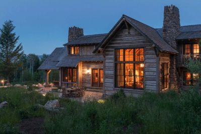 Rustic-mountain-residence-in-in-Teton-Valley-Wyoming