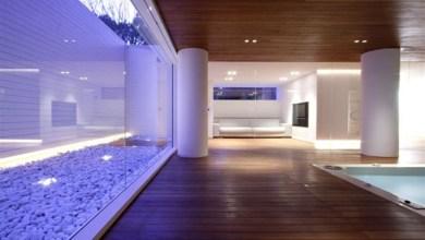 Photo of JM Architecture: luxus fedett medencés családiház
