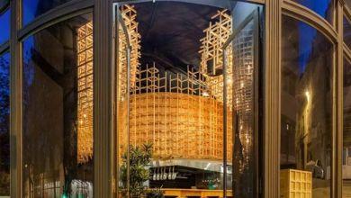 Photo of 3 dimenziós fából készült lugas díszíti a lisszaboni étterem mennyezetét
