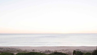 Photo of Egy végtelenített tetőterasz nyúlik ki a óceán hullámai felé