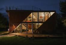 Photo of Nincs határa a konténer-építészetnek: a LOT/EK 180 négyzetméteres családi házat épített, hat 12 méteres szállítókonténerből