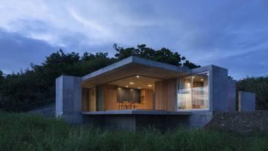 Photo of Brutalista japán otthon, melyet a későbbi bővítés szándékával terveztek