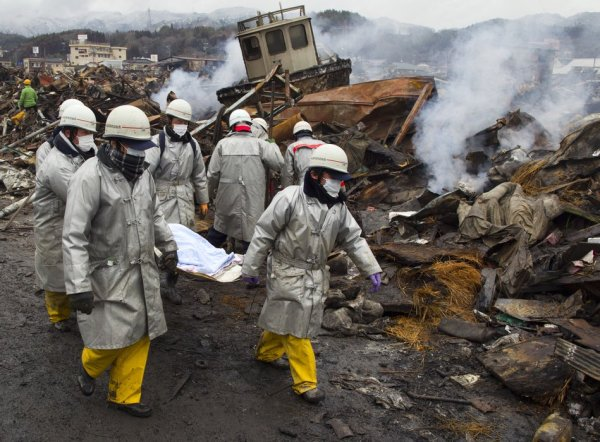 Japan's Earthquake Warning System Triggers Wake-Up Call ...