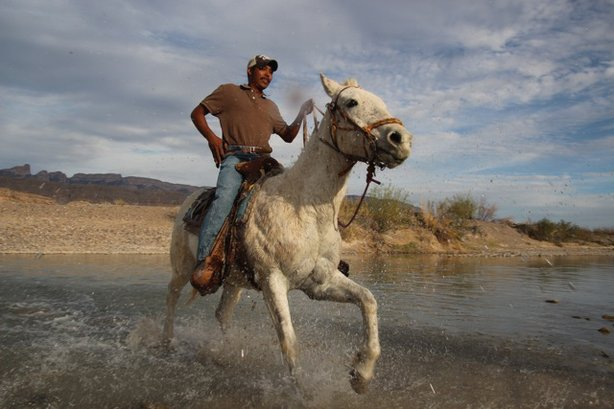 A member Los Diablos wildfire fighting team crosses Rio Grande legally into United States. (Photo by Lorne Matalon)