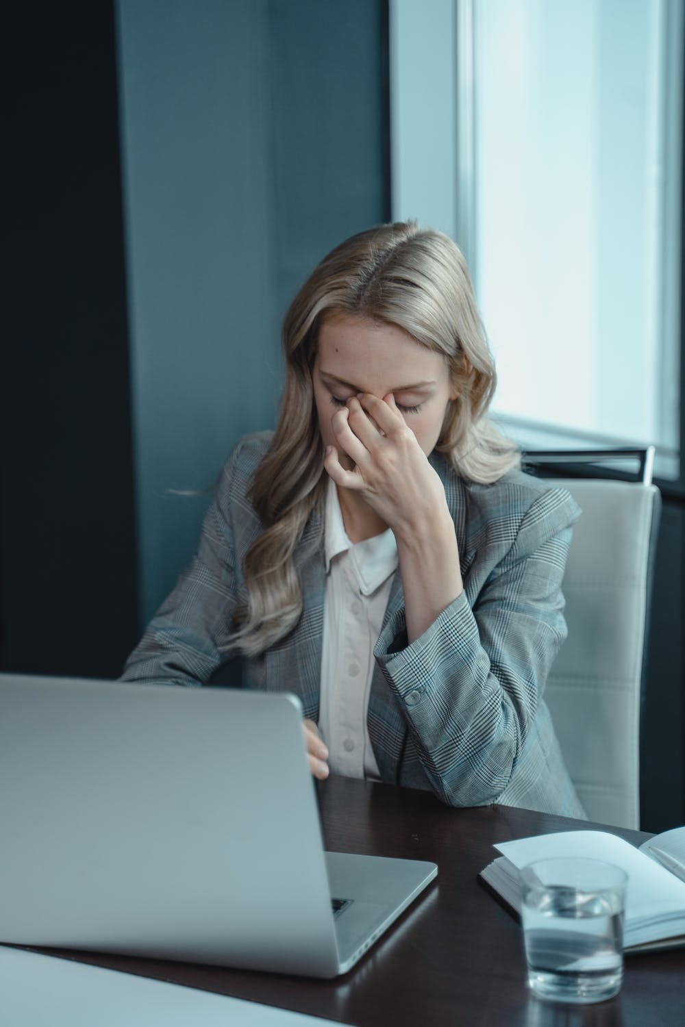 a woman experiencing stress because she has no work-life harmony