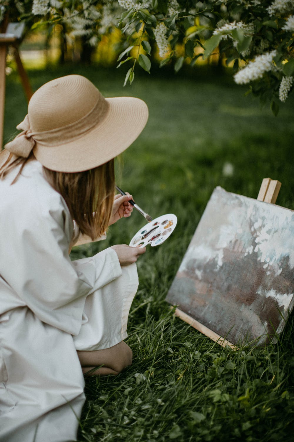 woman painting as her hobby