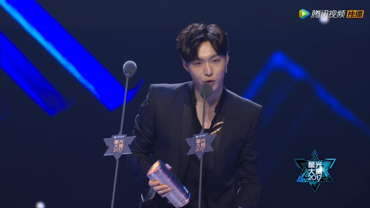 Lay EXO Dapat Penghargaan 'Album of the Year' di 'Tencent Star Awards 2017'