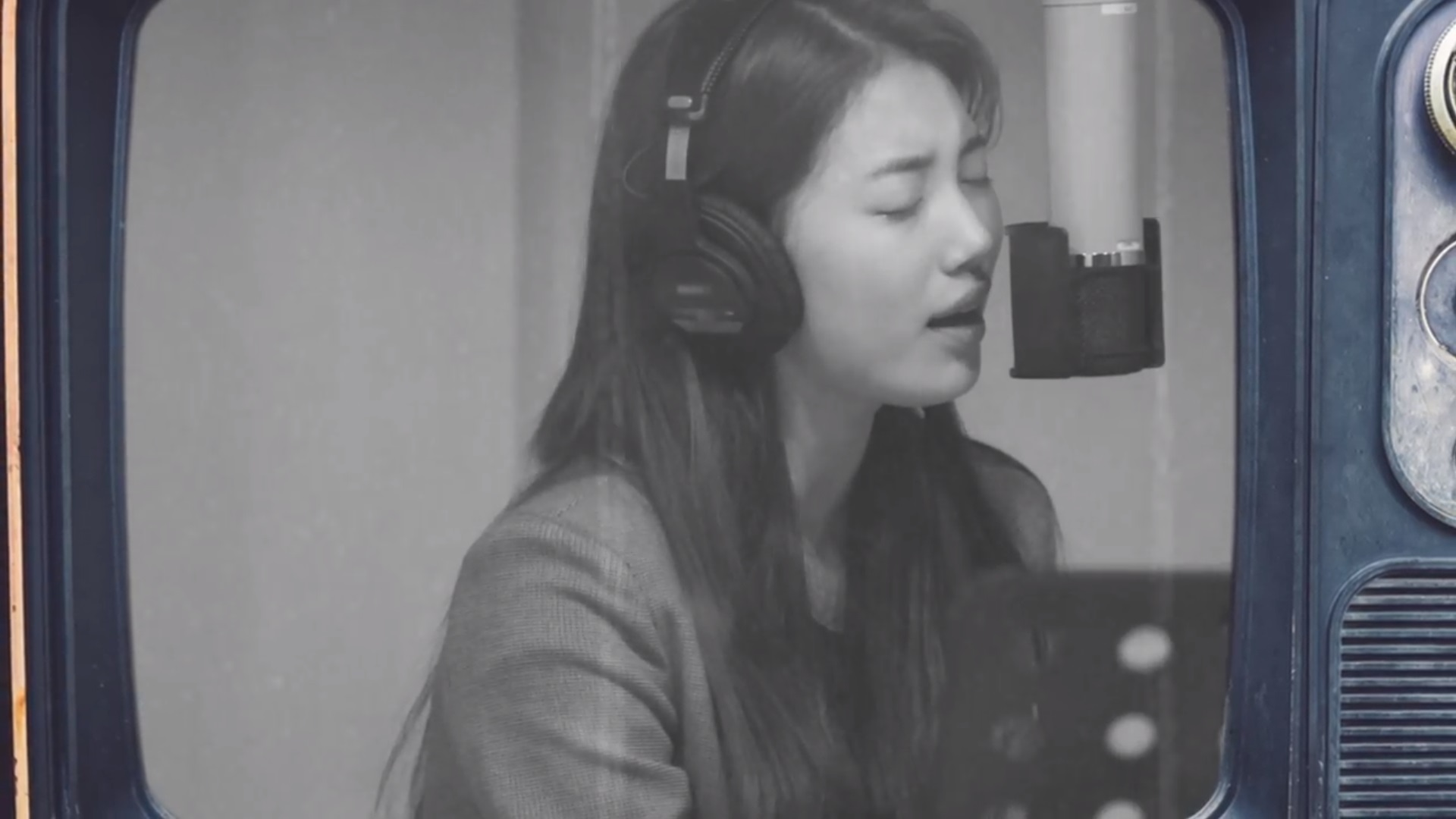 Download Suzy - 사랑하기 때문에 (Because I Love You) Mp3