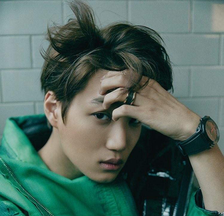 كاي يذرف الدموع أثناء تحدثه عن والده الراحل في حفل EXO