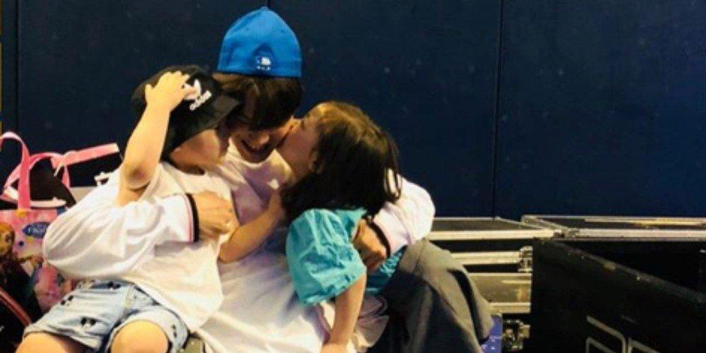 شقيقة كاي تحضر حفل EXO مع طفليها!
