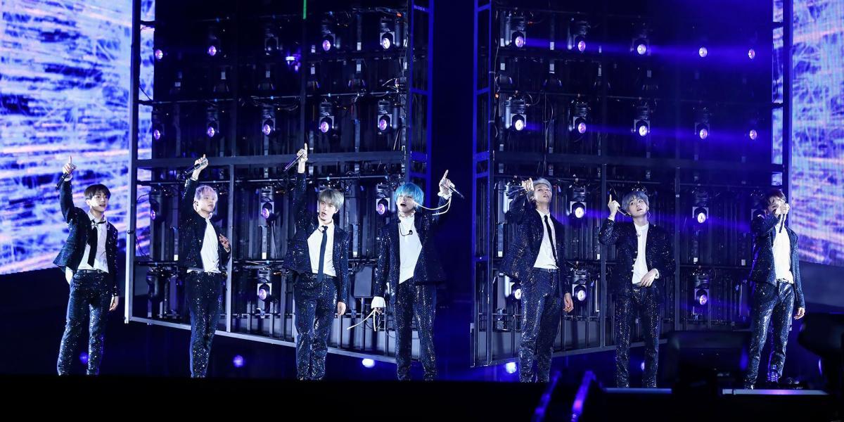 فرقة BTS تصنع التاريخ مجددًا ببيع جميع تذاكر حفلها في سنغافورة