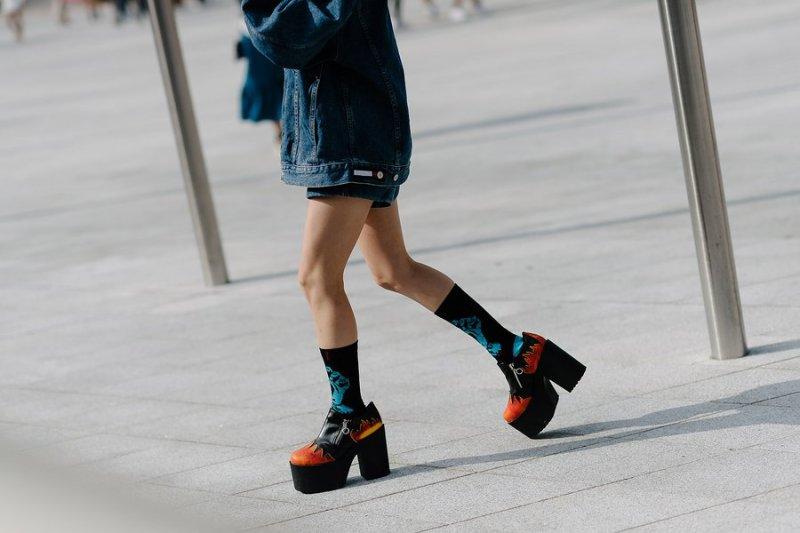 kpop idols korean models fall seoul fashion week street style casual platforms kpopstuff