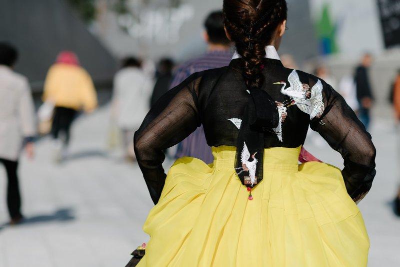 kpop idol korean model fall seoul fashion week street style traditional korean dress for girls kpopstuff