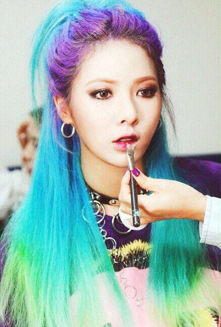 Korean kpop idol girl band group 4minute hyuna blue purple green hair dye colorful hairstyles idol for girls kpopstuff