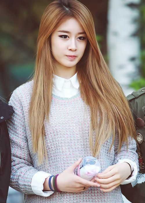 korean girl group kpop band tara jiyeon straight hair long