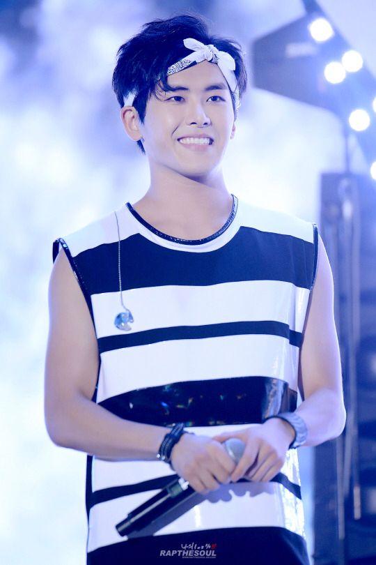 korea-korean-kpop-idol-boy-band-group-infinite-hoya-white-bandana-hairstyle-workout-gym-hairstyles-for-guys-kpopstuff