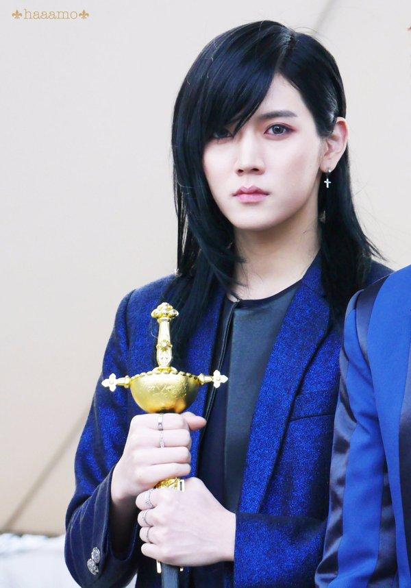 korea korean kpop idol actor nu'est nuest ren long black hair hairstyles for guys kpopstuff