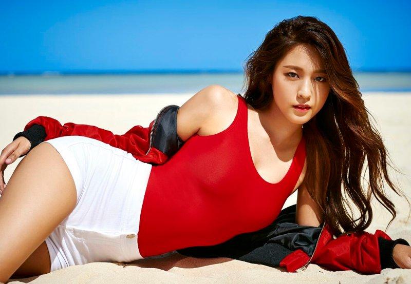 korea-korean-kpop-idol-girl-group-band-aoa-kdrama-orange-marmalade-actress-seolhyun-wavy-sun-kissed-hairstyles-for-girls-kpopstuff